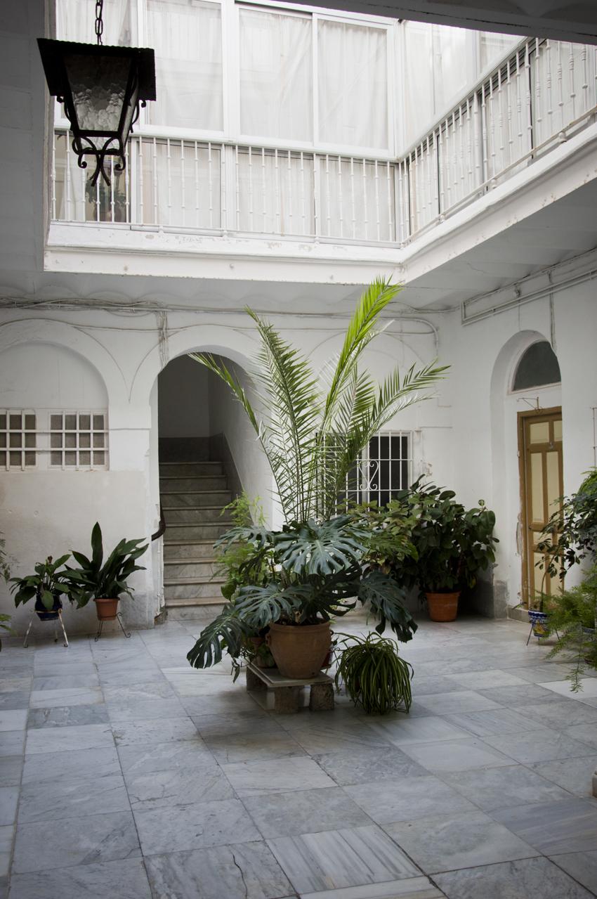 Cadiz-barrio-historico-patios-sonsoles-lozano