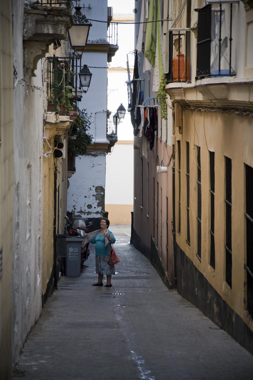 Cadiz-centro-historico-callejones-sonsoles-lozano-3