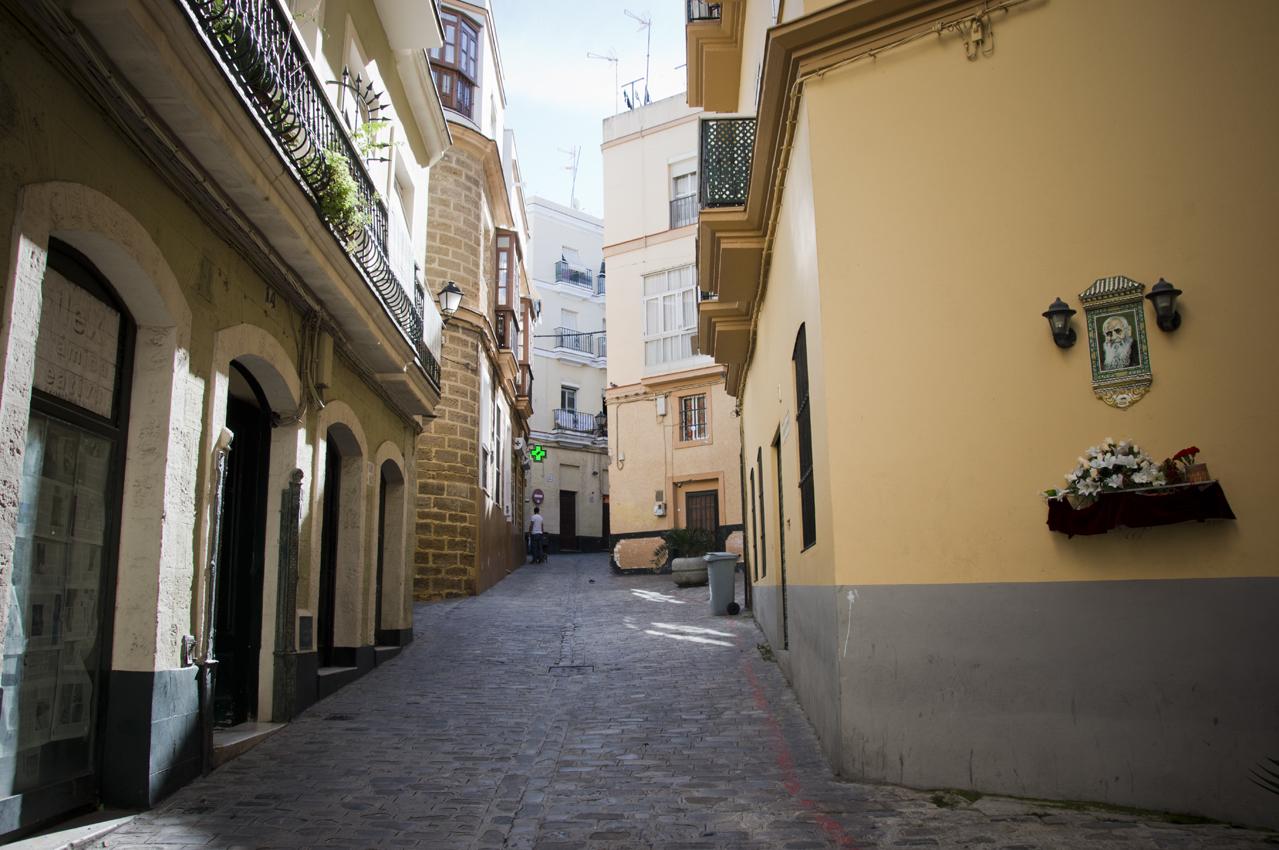 Cadiz-centro-historico-callejones-sonsoles-lozano-4